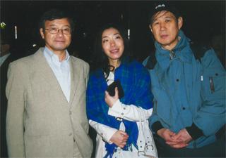 西村修平氏も一緒でした 西村修平氏も一緒でした そのあと、Wコロンの謎かけ。私の新著、『愛国と憂